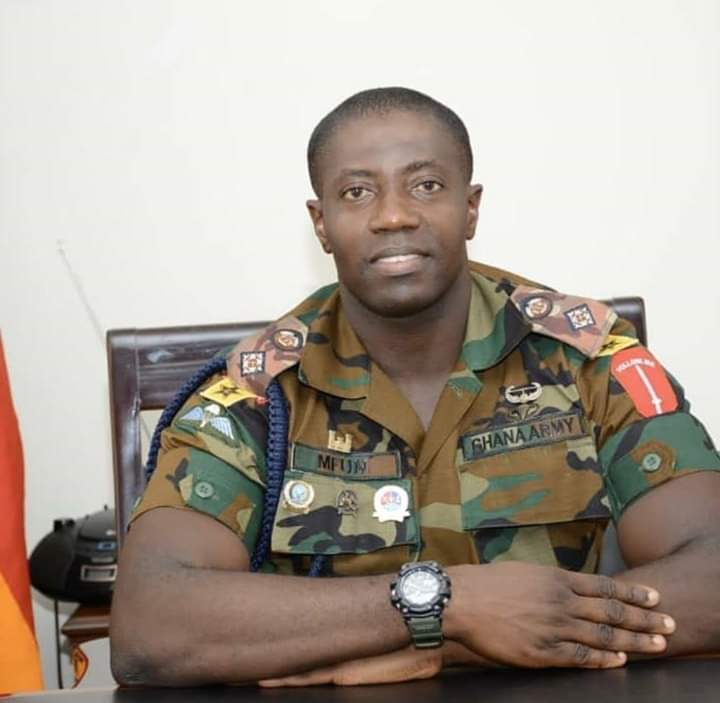 Change of tactics: Soldier preaches to civilians to stay home (VIDEO)
