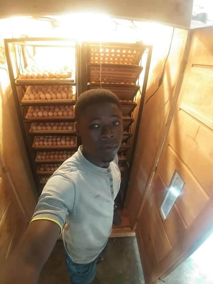 Young Ghanaian entrepreneur creates an incubator that hatches 2000 eggs in 21 days (PHOTOS)