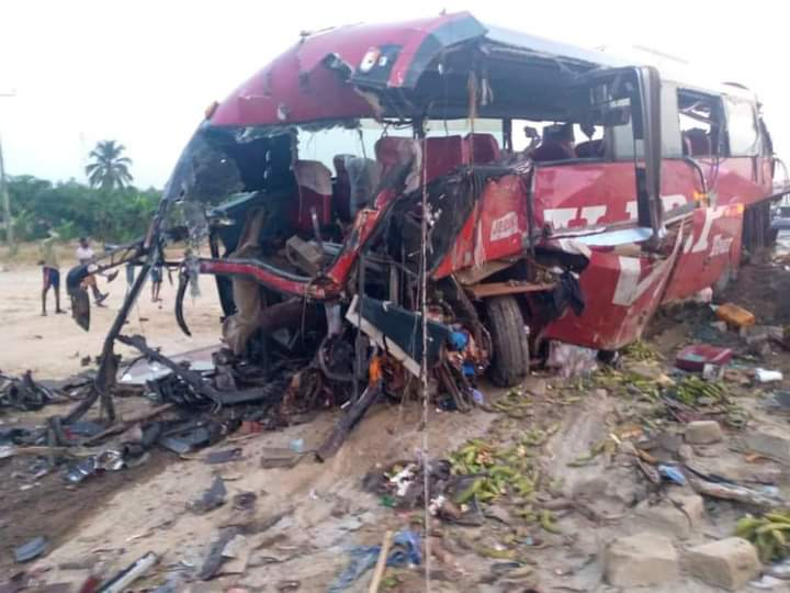 BREAKING: Red Friday as 16 people are dead in Accra-Kumasi road accident this DAWN (PHOTOS)